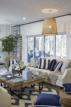 Resort-inspired living room awash in watery blues and sandy hues** Add touches of pink and yellow** Coastal Living Rooms, Living Room Modern, Living Room Sofa, Home Living Room, Living Room Decor, Happy Room, Living Room Remodel, Inspired Homes, Tiny House
