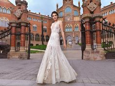 "Barcelona-""Street Couture"" 2017 Barcelona Street, Couture, Wedding Dresses, Fashion, Haute Couture, Bride Dresses, Moda, High Fashion, Sewing"