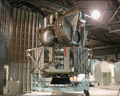 crewed spaceflight - Why does the ascent stage of Apollo lunar module look like it's made of paper? Apollo Space Program, Astronomy Facts, Lunar Lander, Refracting Telescope, Apollo Missions, Hubble Space Telescope, Nasa Space, Air And Space Museum, Space Race