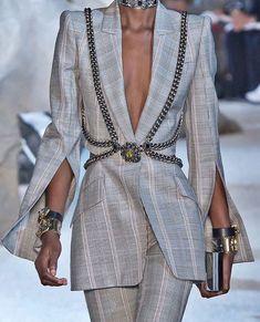 Alexander McQueen Spring 2019 Ready-to-Wear Fashion Show Fashion Killa, Look Fashion, Fashion Details, High Fashion, Fashion Show, Fashion Design, Couture Fashion, Runway Fashion, Womens Fashion