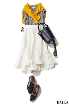 あちこち外出続きの日は、白のフレアスカートで足取り軽く。グレーのトップス&ブラックのローファーを加えれば、着やせしながらきちんと感もアップさせられます。さし色のイエローのカーディガンは、肩かけするだけでも着映え効果抜群。今年らしいムードが高まるイエローなら、チアフルな色で気分もあ・・・