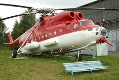 Unlike most Western fire-fighting helicopters, the Mi-6 is fitted with a directable nozzle so the water can be aimed very precisely at the fire.   Many Russian firefighting aircraft do share the some color scheme as American planes, the red making them easier to spot against the green of a forest or brown soil.