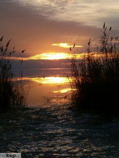 Sonnenuntergang am Balaton - Hungary Beautiful Sunset, Beautiful World, Beautiful Places, Amazing Places, Hungary Travel, Sunset Pictures, Puerto Vallarta, Budapest Hungary, Eastern Europe