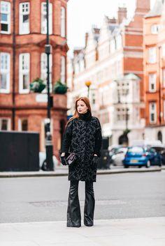 -calça Blank NYC -casaco Gloria Coelho -sapatos Gianvito Rossi para Farfetch -bolsa Chanel