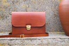 VICUS - handmade leather bag. Leather handbag made out of vegetable tanned leather of Tuscany, Italy. Handstitched using Lin thread.