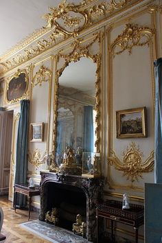 Classic intrior on pinterest french curtains louis xiv for 18th century window treatments