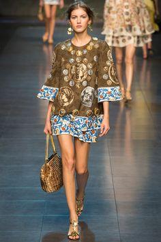 Milan Fashion Week: Dolce & Gabbana Spring/Summer 2014 Ready-to-wear. Runway Fashion, High Fashion, Fashion Show, Womens Fashion, Fashion Design, Milan Fashion, Dolce & Gabbana, Milano Fashion Week, Mode Inspiration