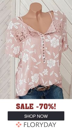 Short sleeve blouse, v-neck and floral print- Bluse mit kurzen Ärmel, V-Ausschnitt und Blumendruck Who does not love pink tops? New Outfits, Spring Outfits, Casual Outfits, Fashion Outfits, Womens Fashion, Up Girl, Blouse Styles, Mode Inspiration, Beautiful Outfits