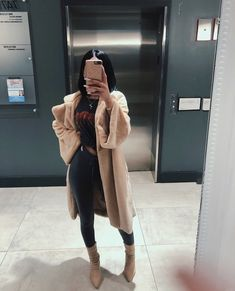 154 trendy winter outfits to help to level up your winter style 20 Modern Hou Outfit Chic, Chic Outfits, Fashion Outfits, Womens Fashion, Petite Fashion, Ladies Fashion, Winter Looks, Winter Fits, Winter Style