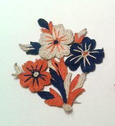 Applique à coudre fleurs rouges bleues : Déco, Customisation Textile par creasoize