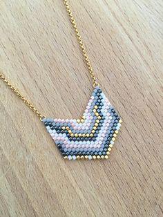 Collier Mini Plastron Perles Tissées Plaqué Or                                                                                                                                                                                 Plus