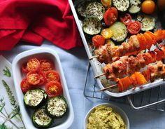 Guacamole, pieczona cukinia, indyk, pomidory i ryż jaśminowy