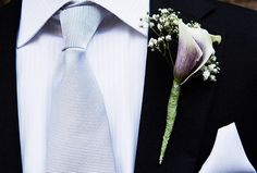 At this @Four Seasons Resort Jackson Hole garden wedding, the groom wears a striking purple-and-white calla lily. The exposed florist wire adds a bit of edge.
