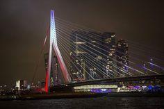 Le pont Erasme à Rotterdam aux Pays-Bas -  13 nov 2015, en reaction des attaques de Paris.