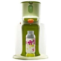 Beaba Bib expresso bottle maker, it mixes and heats the bottle to the perfect temp and even sterilizes the bottles, just in case we decide on having another little tot. Nespresso, Bottle Maker, Baby Shower Gifts, Baby Gifts, Baby Bottle Warmer, Cool Mom Picks, Baby Gadgets, Bottle Feeding, Everything Baby