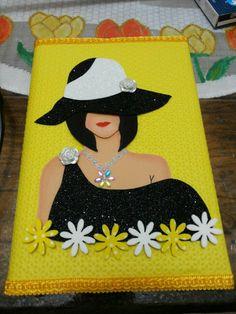 Muñeca Diy Home Crafts, Crafts To Make, Crafts For Kids, Arts And Crafts, Foam Crafts, Paper Crafts, Decorate Notebook, Bottle Crafts, Paper Piecing