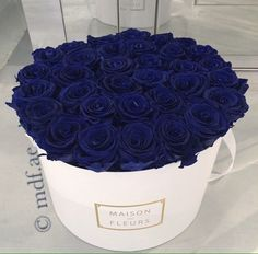 Find images and videos about blue, flowers and rose on We Heart It - the app to get lost in what you love. Luxury Flowers, My Flower, Pretty Flowers, Deco Floral, Arte Floral, Image Bleu, Million Roses, Blue Roses, Flower Boxes