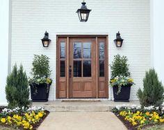 70 Beautiful Farmhouse Front Door Design Ideas And Decor - Googodecor Fixer Upper Hgtv, Fixer Upper House, Wood Front Doors, The Doors, Entry Doors, Door Entryway, Wood Exterior Door, Exterior Paint, Exterior Design