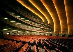 Radio City Music Hall New York, United States Christmas Spectacular, Grand Foyer, Radio City Music Hall, Theatre Design, Art Deco Era, Concert Hall, Architecture Details, Art World, Exterior Design