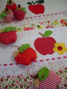 Panos de prato, móbile e maçãs. by Arte da Lila, via Flickr