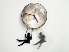 ObjectIndustrialArt 「 Swinger Girl Full Moon」 ゆらゆらブランコに揺られる女の子がかわいい壁掛け時計。