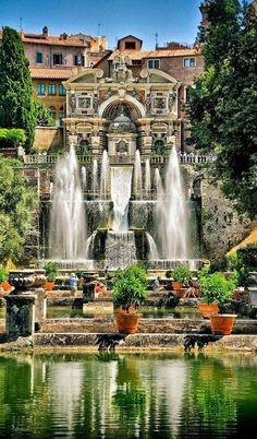 La impresionante arquitectura de los jardines de Villa de Este, un #TRIOplaces en Roma.  Foto: Travel + Leisure
