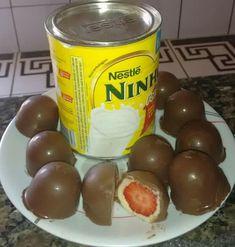 A Trufa de Leite Ninho com Morango é deliciosa e muito fácil de fazer. Faça para comer na hora que a vontade de doce apertar ou para vender. Será um sucess