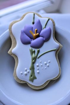 crocus flower cookie // paddle attachment