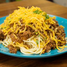 If you've never had Cincinnati Chili before, you are in for a treat. While it may look like normal chili, the taste is totally unique. And serving it over spaghetti is the only way to do it! Related Chicken Ham And Cheese Rollups Chili Recipes, Meat Recipes, Casserole Recipes, Dinner Recipes, Cooking Recipes, Cooking Panda, Cooking Chili, Cincinnati Chili, Beef Dishes