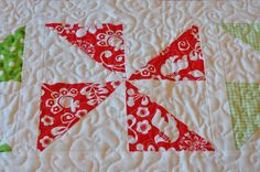 PLEASANT HOME: Quick Directions for the Christmas Pinwheel Runner