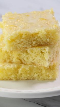 Lemon brownies AKA lemon blondies are super soft and moist bars topped with the most delicious glaze. The perfect refreshing dessert that you'll be making over and over again! and Drink deserts dessert recipes The Best Lemon Brownies Quick Dessert Recipes, Easy Cookie Recipes, Brownie Recipes, Sweet Recipes, Baking Recipes, Cake Recipes, Recipes With Lemon, Easter Recipes, Drink Recipes