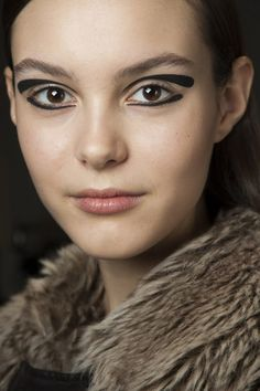 Go close-up on the hair and make-up backstage at the autumn/winter 2015 shows - Rochas