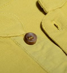 thin placket with three-button closure and side vents. More details in: http://www.oceanstitch.pt/en/Products-Kids/Malibu-Surfrider1