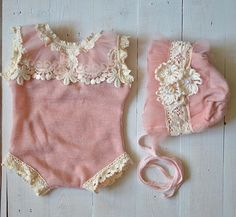 This romper has been made for newborn photography. size: 0-1 month Welcome to Hazy Moon Props store! My name is Szilvia. My collection includes newborn photography props. This items are photography props, and not meant for daily or long term wear. All of item unique, and my own design,