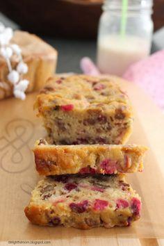 Cranberry Nut Bread // delightful mom holiday favorite recipe