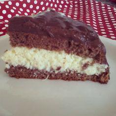 Bolo de chocolate com creme inglês