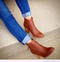 Sweet cognac ankle booties