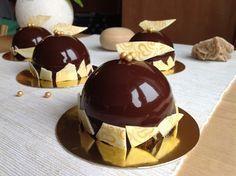 VÍKENDOVÉ PEČENÍ: Kávové dortíky se zrcadlovou polevou