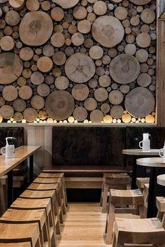 *따뜻한 감성을 전달하는 벽면 그루터기 The wall of logs in this Beerhall is meant resemble a forest floor :: 5osA: [오사]