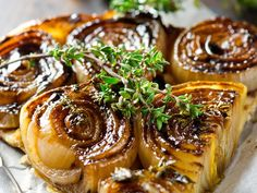 Tarte tatin aux oignons de Roscoff French Food, Baked Potato, Entrees, Food And Drink, Potatoes, Baking, Ethnic Recipes, French Recipes, Vegetarian Cooking