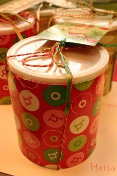 nienie: use formula containers to give Christmas gifts