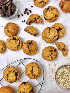 Μπισκότα βρώμης  Χωρίς ζάχαρη με σοκολάτα - Πέτρος Μαούνατζης Cupcake Cakes, Cupcakes, Muffin, Breakfast, Food, Morning Coffee, Cupcake, Eten, Muffins
