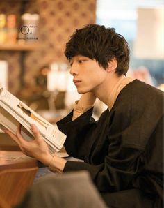 762 x 963 Pixel Pose Reference Photo, Art Reference Poses, Japanese Boy, Japanese Models, Cute Japanese Guys, Kentaro Sakaguchi, Ideal Man, Body Poses, Male Poses