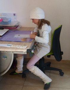 Olivia beim Briefeschreiben