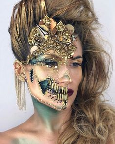 The Skulltress @the_wigs_and_makeup_manager used #Dinair Airbrush shadows to create this look!