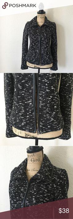 Ann Taylor jacket Conditions : Good !  Style : Super cute 😍 Bundle for discount 💡     Follow my Instagram : @vintage.paris Ann Taylor Jackets & Coats