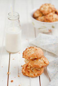 Apple Cookies ♥200 g de harina 90 g de mantequilla 50g de azúcar 2 huevos 1 cucharadita levadura en polvo 1 manzana grande