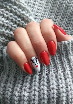 Most Simple and Demanding Christmas Nails Ideas can find Christmas nails and more on our website.Most Simple and Demanding Christmas Nails Ideas Xmas Nail Art, Christmas Gel Nails, Christmas Nail Art Designs, Holiday Nails, Diy Christmas Nails Easy, Nail Art For Christmas, Christmas Nail Stickers, Polish Christmas, Seasonal Nails