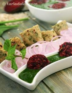 A beautiful subzi for valuable good health, Beetroot Tikkis in Spinach Gravy features a colourful and thoughtful combination of ingredients. Beetroot and carrot together with tangy spices gives rise to a lip-smacking tikki that goes just too well with the garlic-flavoured spinach gravy. Beetroot being a storehouse of antioxidants helps iron in doing its activities, while the use of oats as a binding agent instead of potatoes or cornflour makes the recipe fibre-rich too.