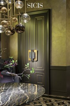 A sophisticated touch of gold for magnificent #door #pull. #SicisNextArt.